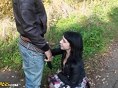 Super-fucking-hot pick up penetrating in the woods